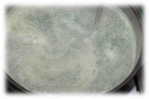 zupa pokrzywowa - mieszanie